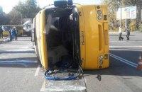 Вантажівка перекинула маршрутку в Броварах