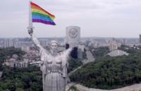 """""""Родину-мать"""" в Киеве украсили радужным флагом"""