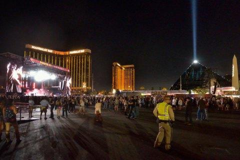 Число жертв стрельбы в Лас-Вегасе выросло до 58 человек