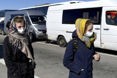 Минздрав: маски не защищают от вируса, но в магазине надевать нужно