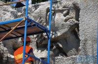 У Києві на Байковому кладовищі відкрили фрагмент рельєфів Стіни Пам'яті