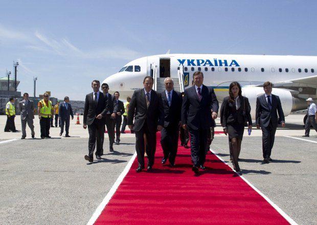 Янукович прибыл в Стамбул по приглашению премьер-министра Турции