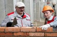 Лукашенко на стройке обвинили в нарушении техники безопасности