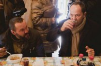 Тигипко пообедал в компании бездомных