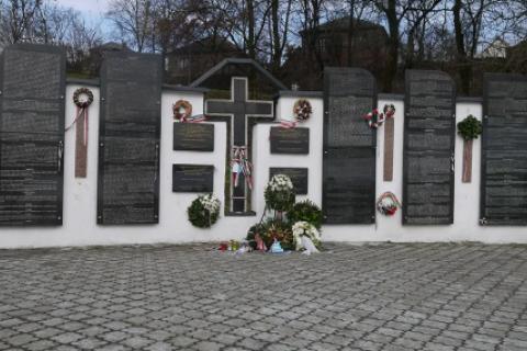 В Сваляве вандалы осквернили мемориал возле Стены плача