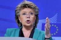 Упростить визы для украинцев не дает вице-президент Еврокомиссии