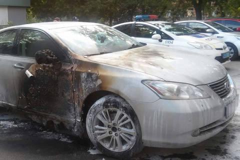 Жителю Харкова підпалили автомобіль, поки він був на роботі