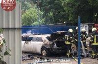 В Киеве на Виноградаре неизвестные подожгли лимузин