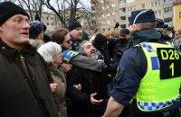 В Стокгольме полиция разогнала митинг против карантинных ограничений, пострадали полицейские