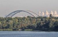 На Подольском мосту в Киеве разобрали почти все временные опоры