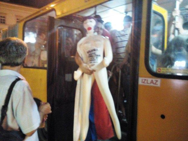 Словенцы в автобусе на фестиваль