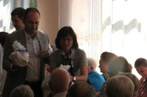 Регионалка Горина раздавала харьковчанам подарочные сертификаты на косметику
