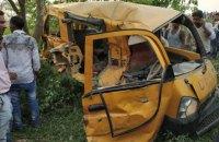 13 детей погибли в Индии при наезде поезда на школьный автобус