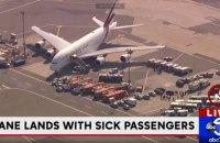 На борту самолета Дубай - Нью-Йорк массово заболели пассажиры (обновлено)