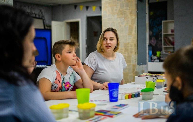 Оля, координаторка арттерапії в Світлодарську. Переїхала сюди зі Львова, щоб працювати з дітьми
