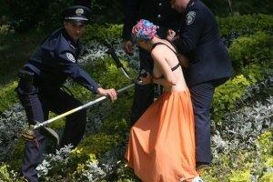 Активисток FEMEN отдадут под суд