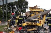 В Ровно микроавтобус влетел в электроопору: один погибший, трое раненых
