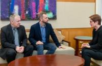 Посол США в Україні зустрілася з родичами українських політв'язнів Панова і Виговського