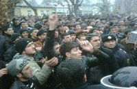 Участники беспорядков на севере Азербайджана перешли к поджогам
