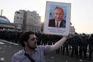 Чихнувшего на портрет Путина пикетчика посадили на 15 суток