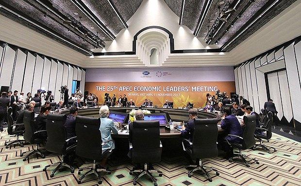 Встреча в рамках саммита *Азиатско-тихоокеанского экономического сотрудничества*, Дананг, 11 ноября 2017».