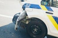 В Киеве нигериец без прав на джипе влетел в полицейскую машину