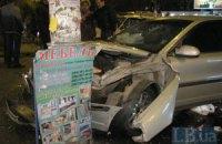 В Киеве Volvo протаранил ВАЗ с будущими молодоженами