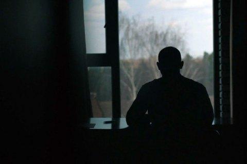 «До нас не приходять щасливі люди». Як учасники груп «Анонімних алкоголіків» досягають дна, щоб повернути собі життя