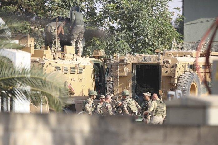 Турецкие солдаты готовятся к выдвижению к сирийской границе во время военной операции против курдских сил в Северной Сирии, 10 октября 2019.