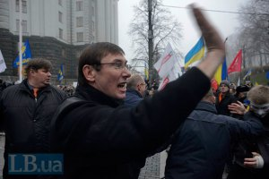 Луценко требует от лидеров оппозиции возглавить тотальную блокаду власти