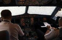 """Украинские пилоты """"вслепую"""" посадили поврежденный градом самолет в Стамбуле"""