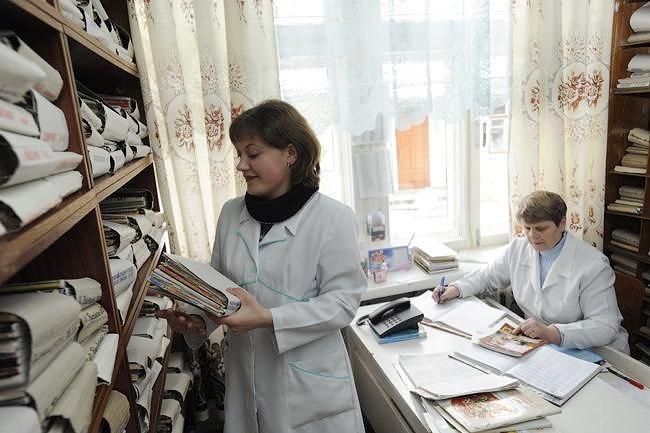 Лікар первинки за потреби направляє пацієнта до вузького спеціаліста або на аналізи. Забір аналізів має проводитися у тому ж приміщенні, де приймає лікар