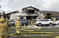 Пять человек погибли из-за падения самолета на жилой дом в Калифорнии