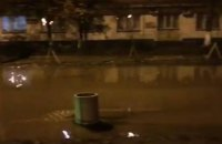 Бульвар Верховной Рады в Киеве залило водой из-за прорыва трубы