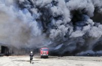Под Одессой тушат пожар на складах супермаркета