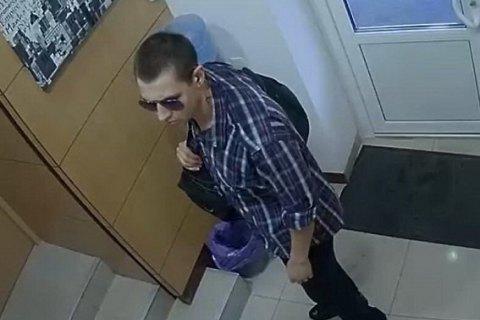 """В Киеве грабитель """"обменника"""" ранил полицейского"""