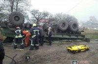 В Запорожье перевернулся военный грузовик, погиб водитель
