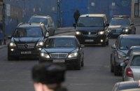 Журналист отказался убирать машину для проезда Януковича