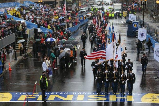 Церемония по случаю годовщины теракта на финише Бостонского марафона