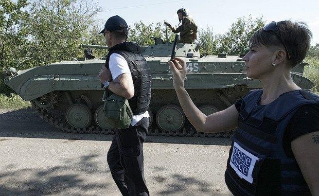 Представители ОБСЕ фиксируют передвижение боевиков на бронированой технике, с.Новоласпа, Донецкая область, 19 июля 2015 года