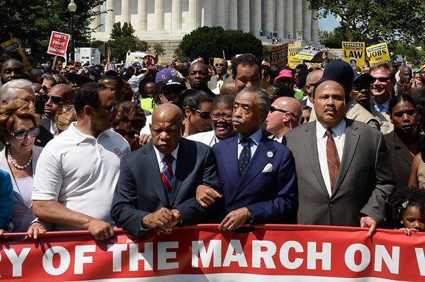 Слева направо: лидер меньшинства в Палате представителей Нэнси Пелоси, лидер движения за гражданские права и демократический представитель штата Джорджия Джон Льюис, активист Эл Шарптон, Мартин Лютер Кинг III