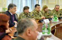 Порошенко назвал количество служащих в украинской армии женщин