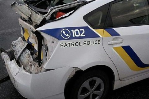 У Києві вантажівка протаранила поліцейський Prius