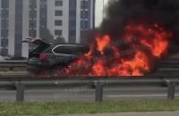 У Києві на проспекті Бажана згорів BMW X5