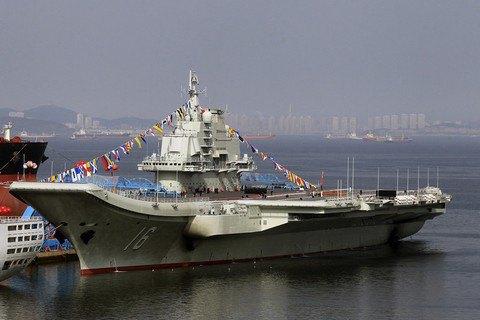 У спірних водах Південно-Китайського моря помітили китайський авіаносець