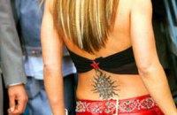 Татуировка на пояснице лишит девушек возможности анестезии при родах