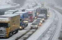 У Київ не пропускають вантажівки
