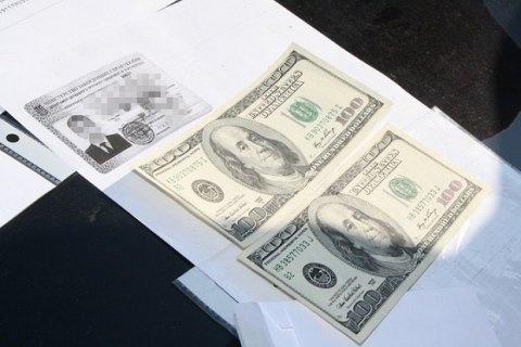 У Харкові співробітник генконсульства РФ пропонував $400 за видачу прав