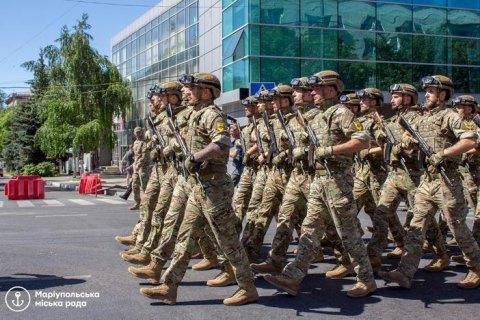 В Мариуполе в годовщину освобождения города от пророссийских оккупантов организовали марш военных, - Аваков