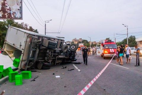 Водитель грузовика в Днепре разбил две машины и погиб